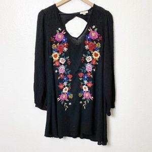 UMGEE Flower Embroidered Long Sleeve Dress